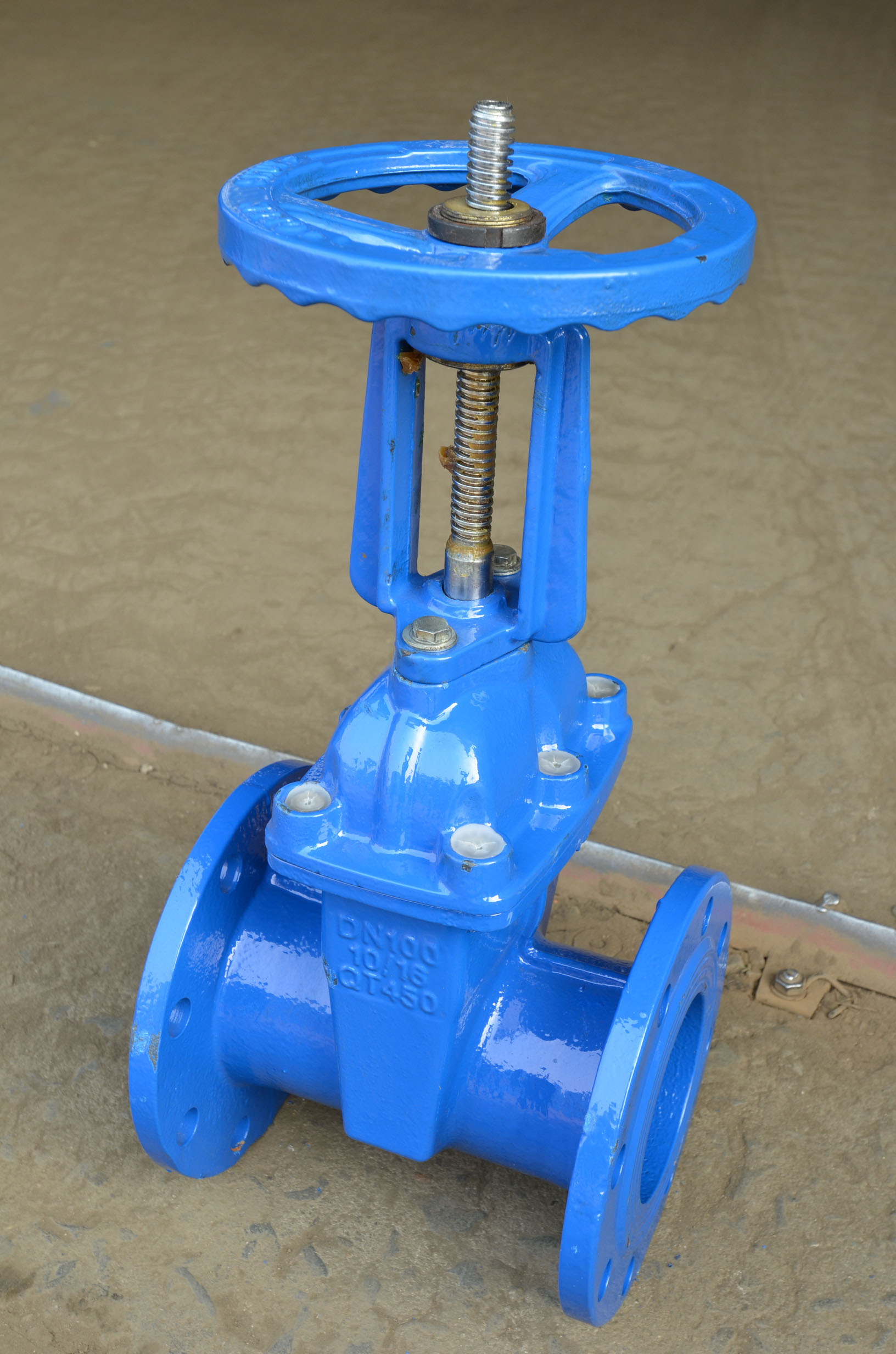 Soft-sealing gate valve