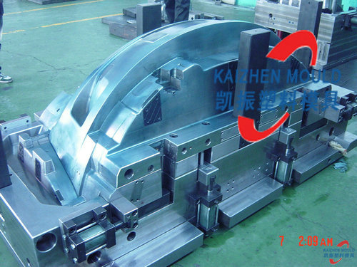 Automobile plastic bumper injection plastic mould