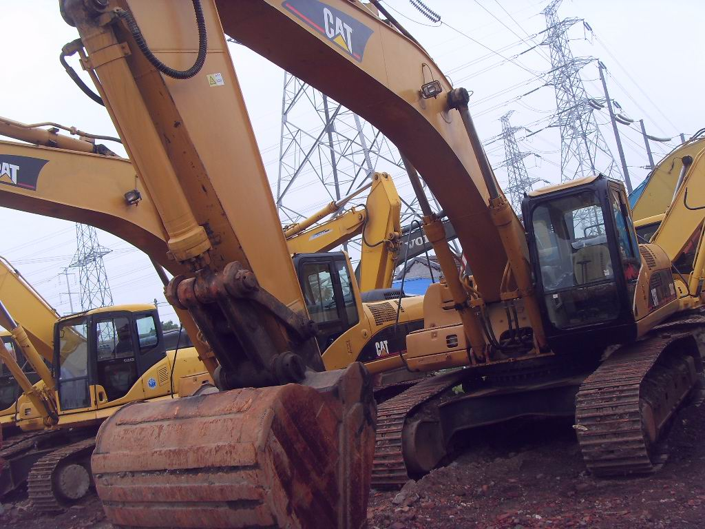 Used heavy machine Crawler Excavator CAT 330C in shanghai