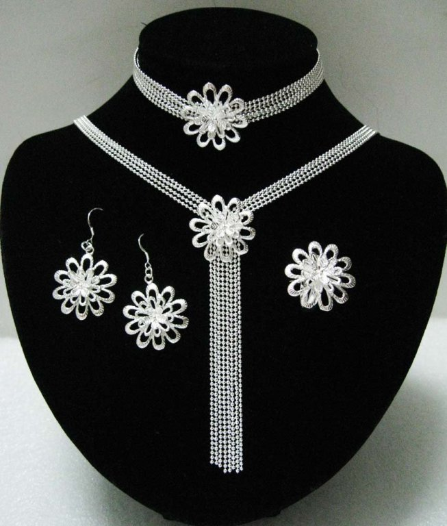 Luxurious jewelry and accessories