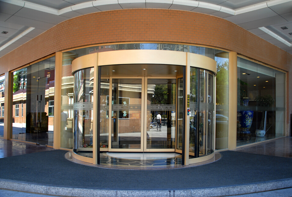 Automatic revolving door system