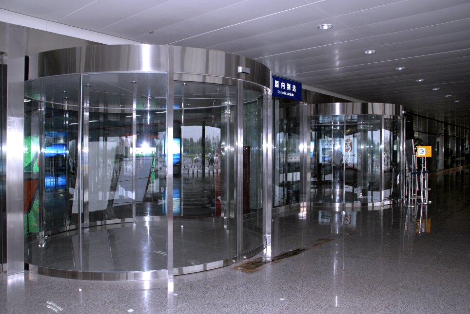 VEZE automatic revolving door