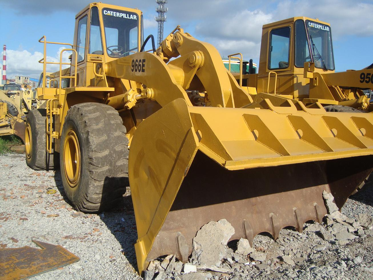 used cat loader 966E caterpillar 966E only 22000 USD