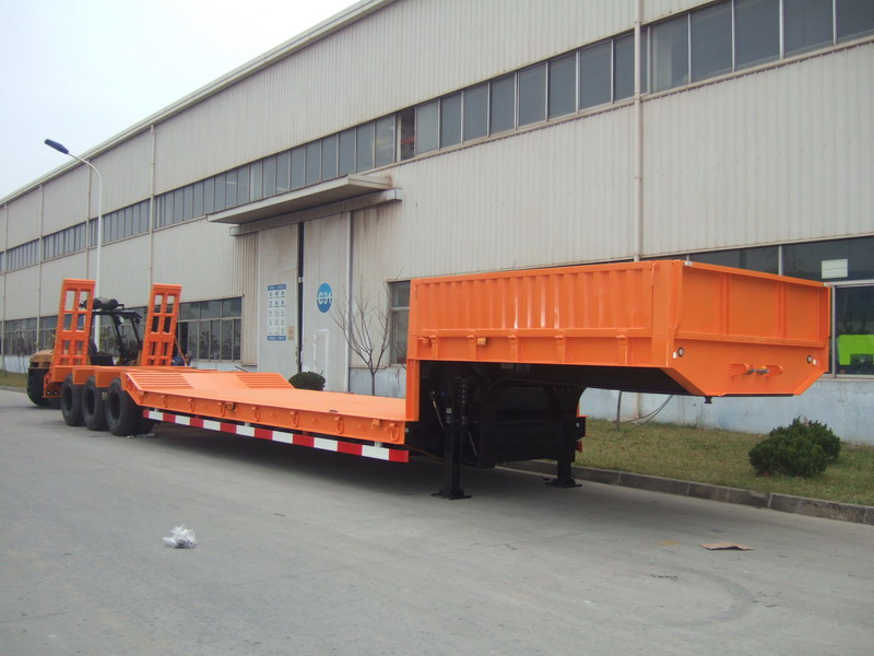 Tri-Axle Middle Concave Low Bed Semi-Trailer