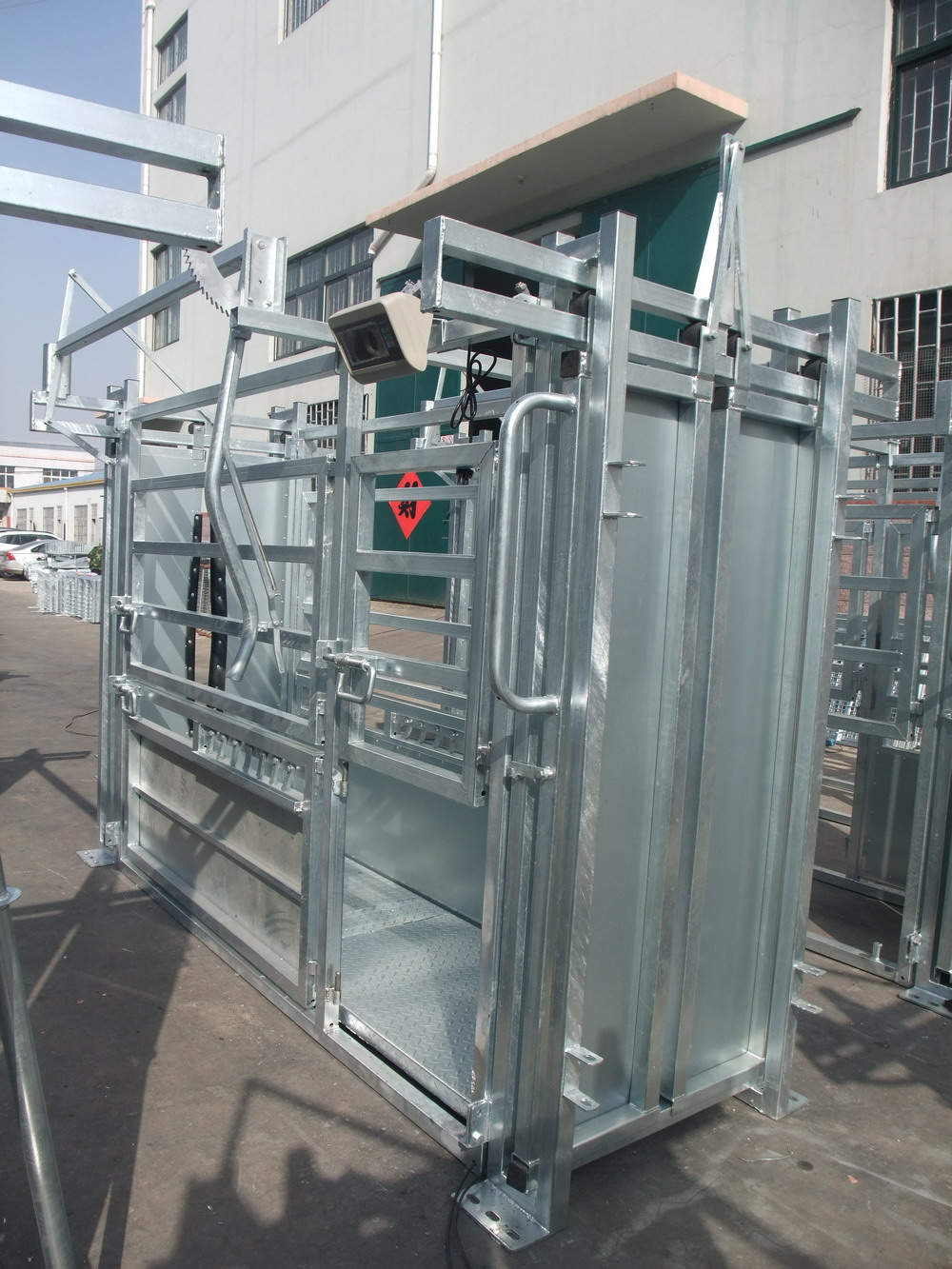 powder coated or galvanised heavy duty cattle squeeze chute
