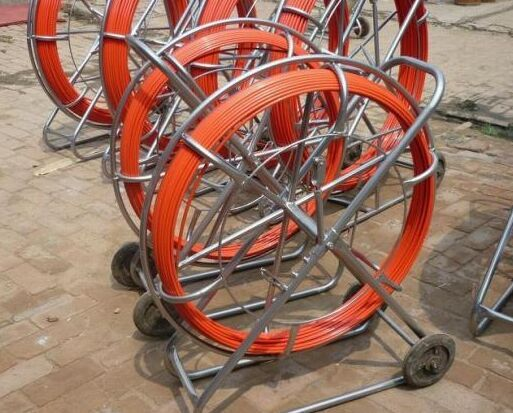 Fiberglass duct rodder with wheels