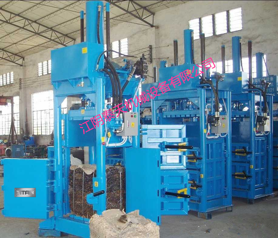 HVA- 25 Vertical baler with automatic belting