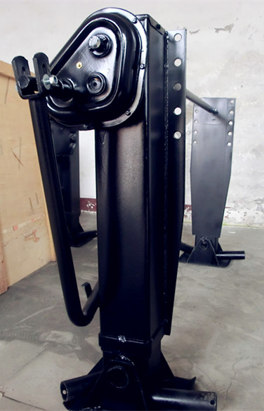 Outboard one side operation 28ton landing gear support leg