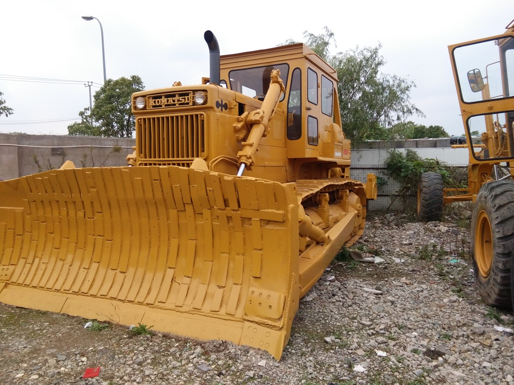 used koamtsu dozer D155A-2 with Ripper D85A-21 D85A-18 D375A