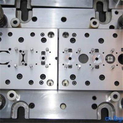 Plastic Valve Pin Mould