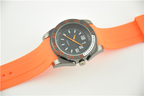 Analog Plastic Watch Waterproof to 3 ATM