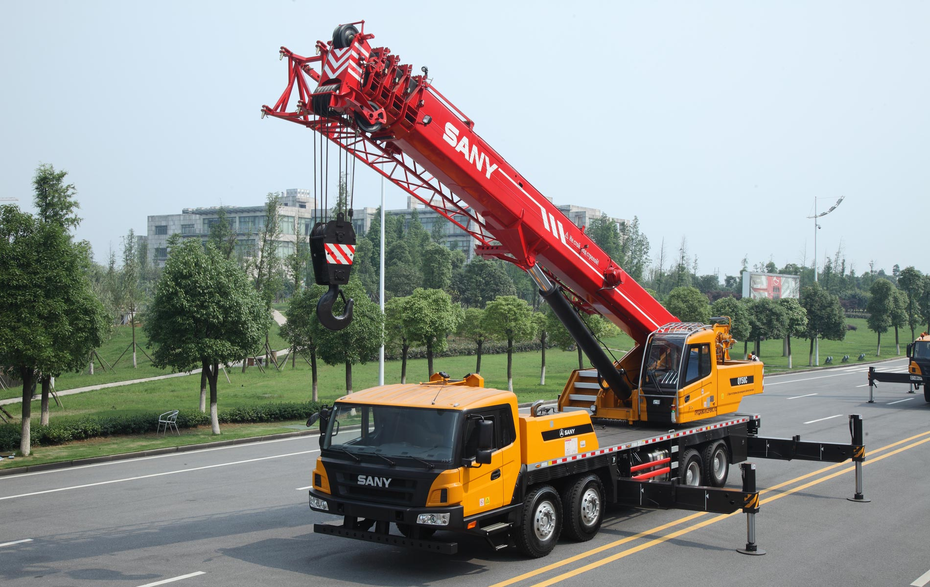 Application of Mobile Crane in Construction Project