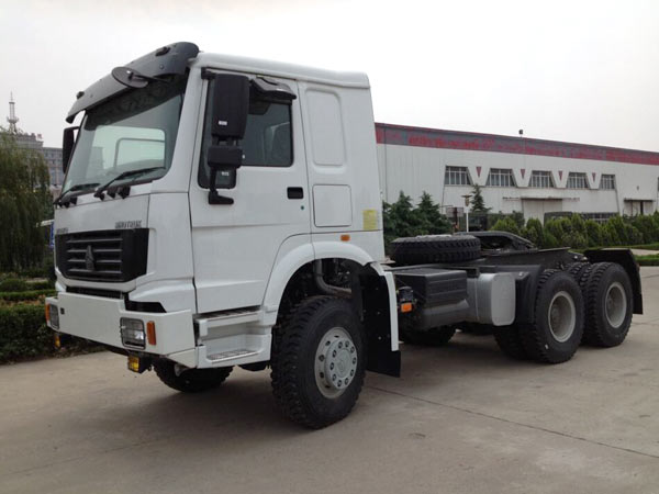 SINOTRUK HOWO 6x6 Trucks 371HP Off Road Tractor Trucks