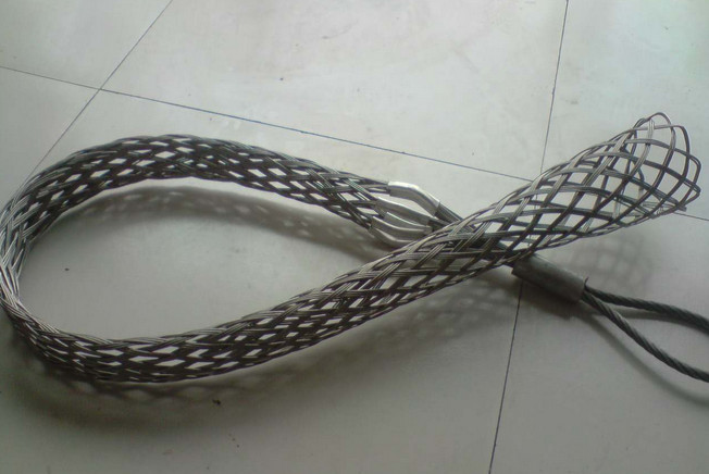 Single lattice weave cable pulling grips