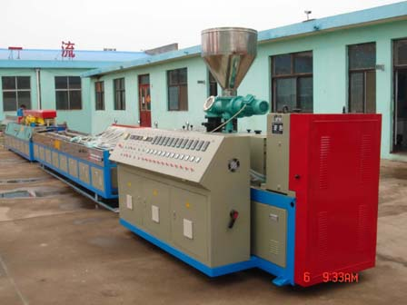 Extrusion line for wood-plastic compound profile