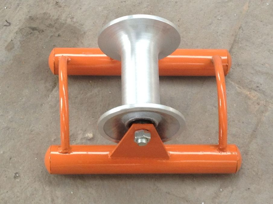 Cable pulley with bracket
