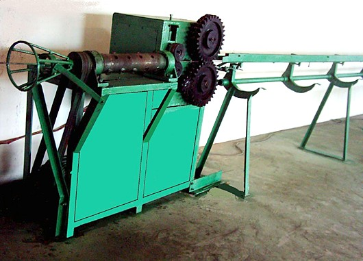 straightening and cutting machine