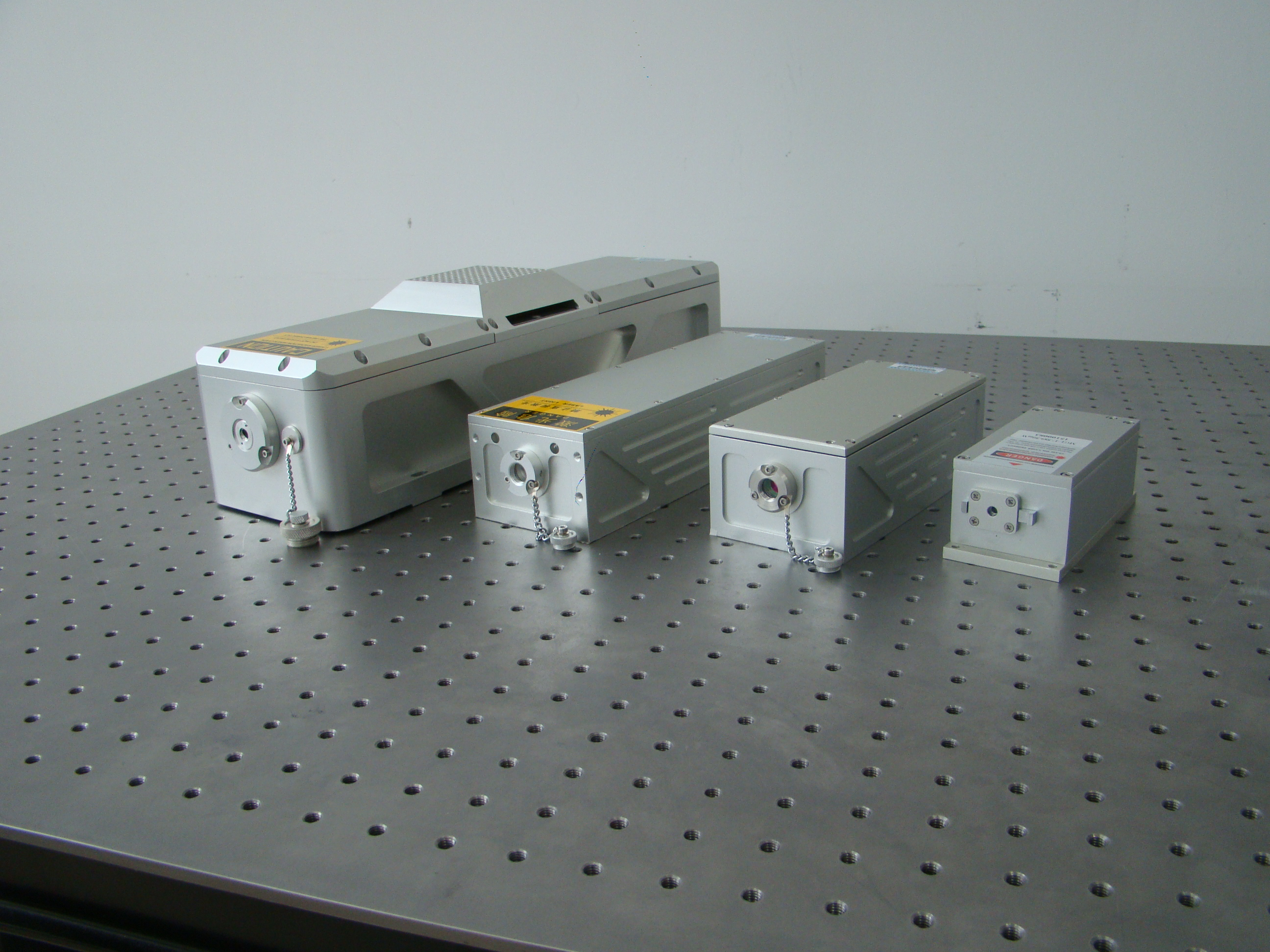 CNI  lamp pumped/diode pumped high energy laser