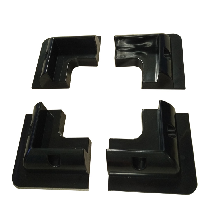 Corner mounting brackets for solar panels