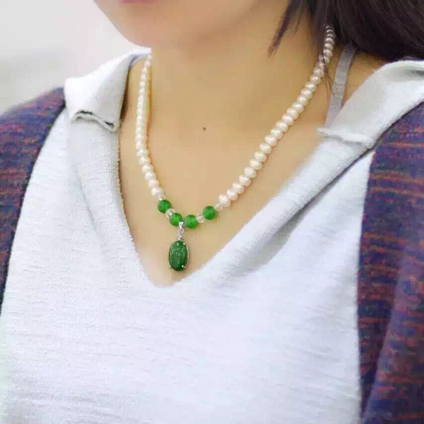 Green crystal button pearl necklace