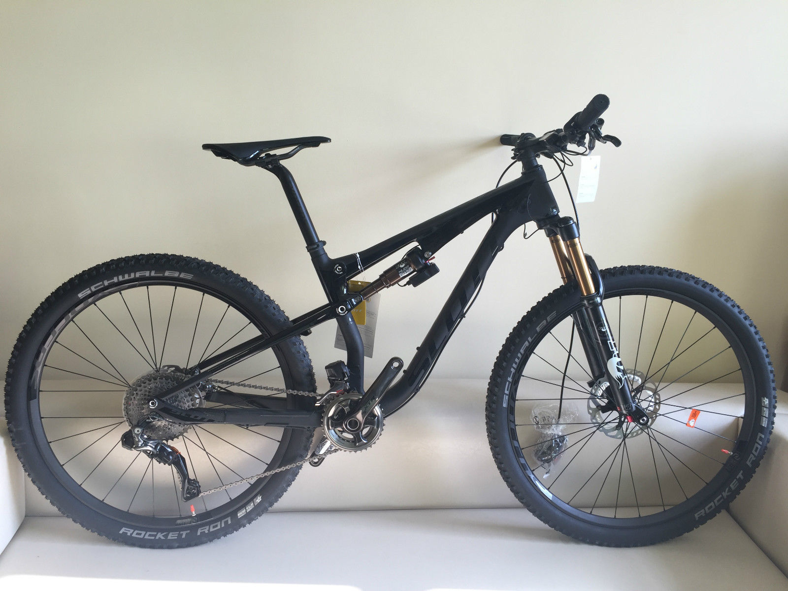 2015 Scott Spark 700 Ultimate Di2 XTR Bike .......   $1,400 USD.