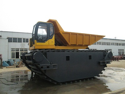 amphibious log forwarder with rubber track suitable for rough terrain mud road