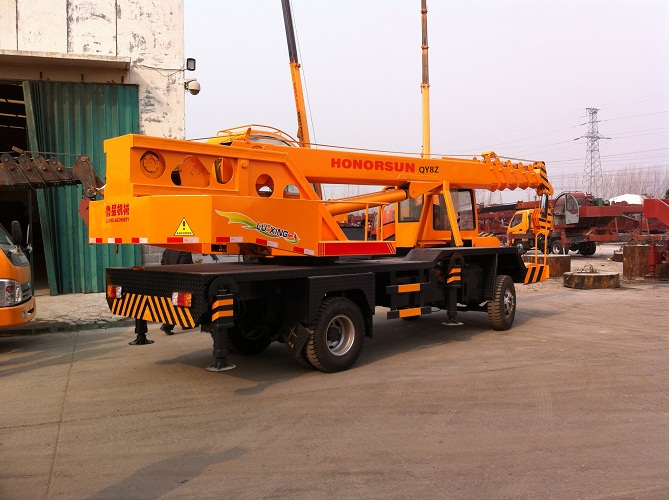 off road mini truck crane with 4-12 ton lifting capacity with good price