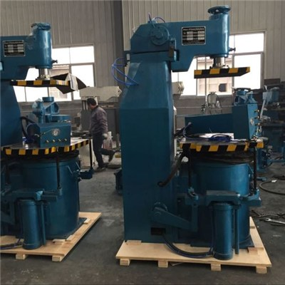 Jolt squeeze moulding machine for casting
