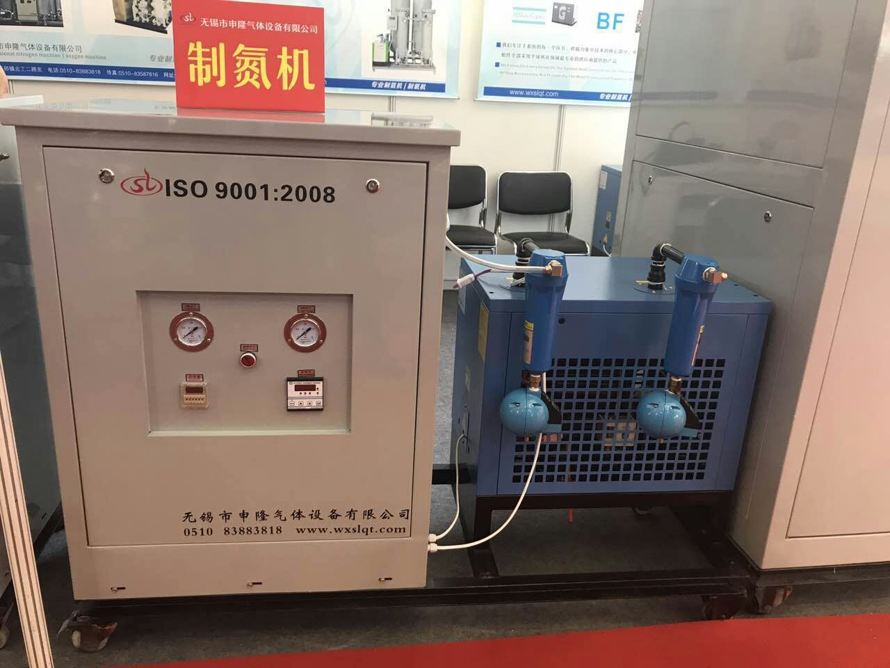 Carbon deoxidization purification device of chemical nitrogen making machine