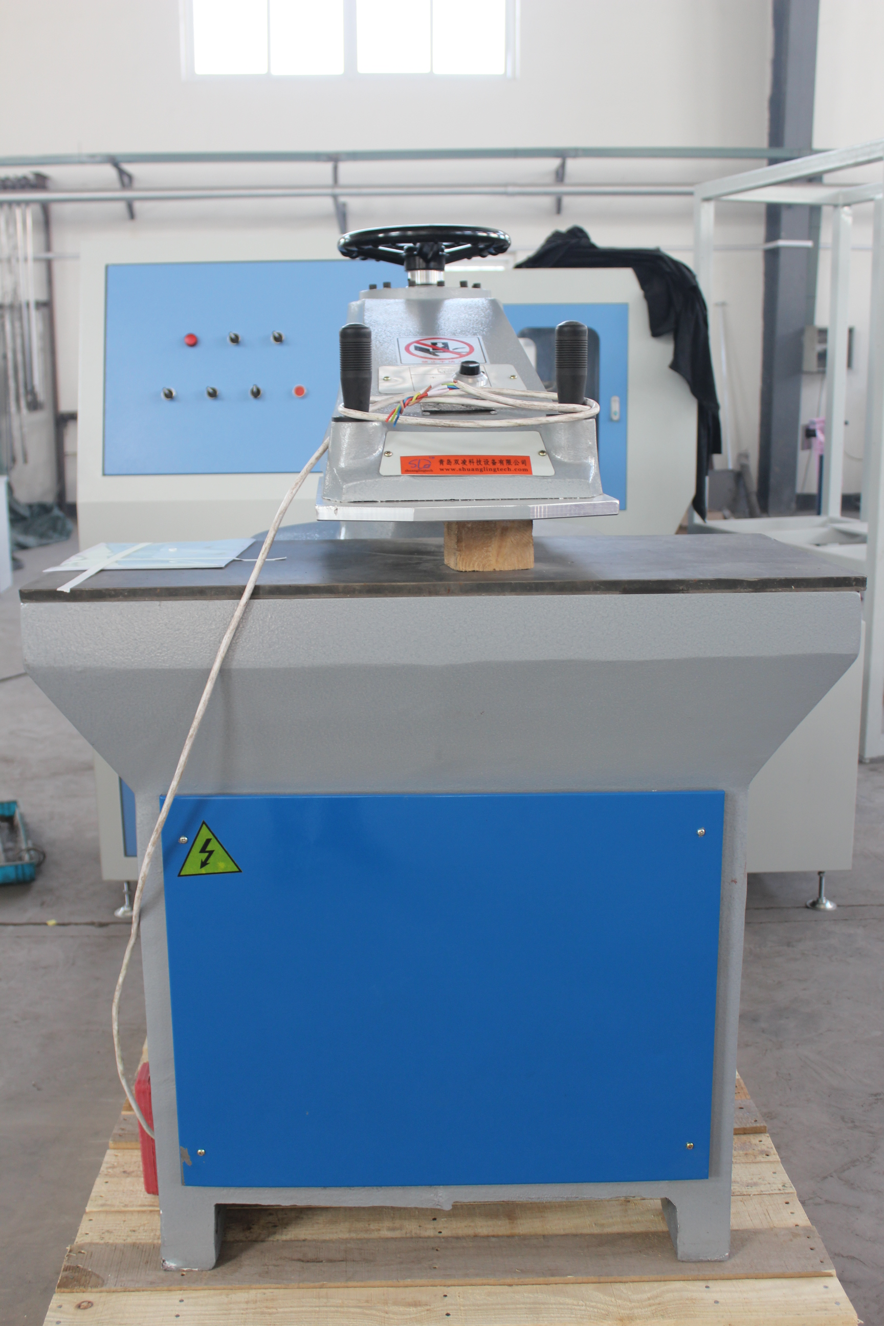 Hydraulic punching machinery for specimen