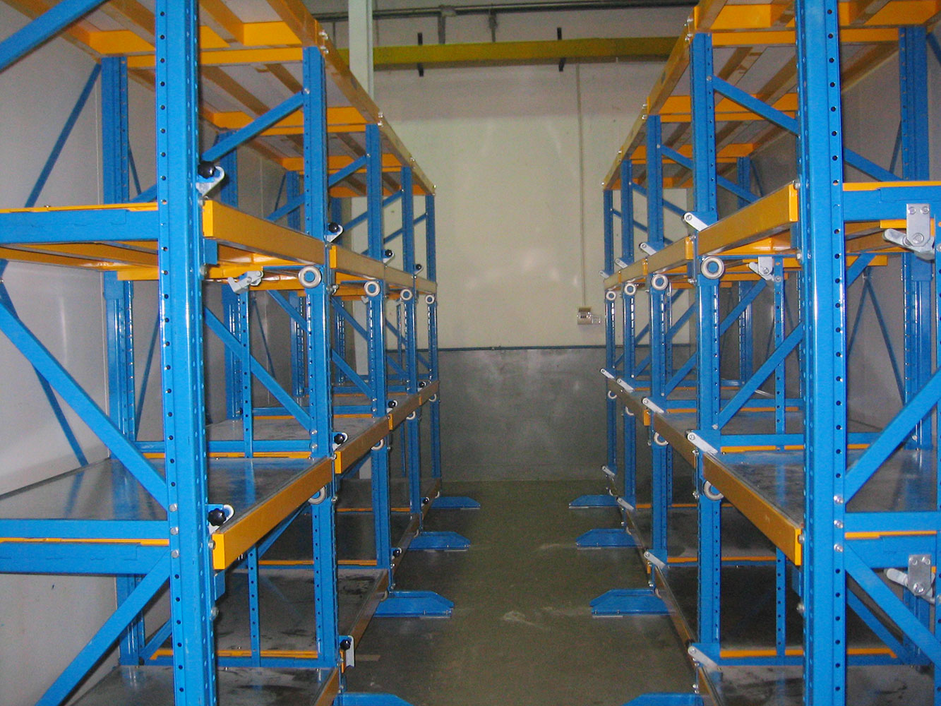 Heavy duty draw-out mould racking