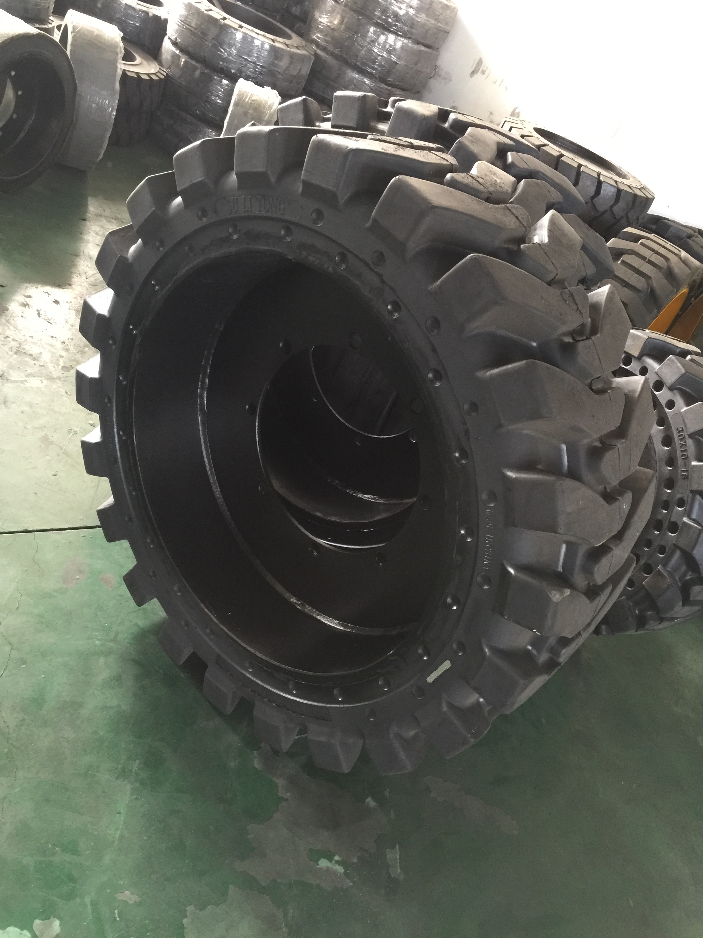 Skid steer tire 31*10-16