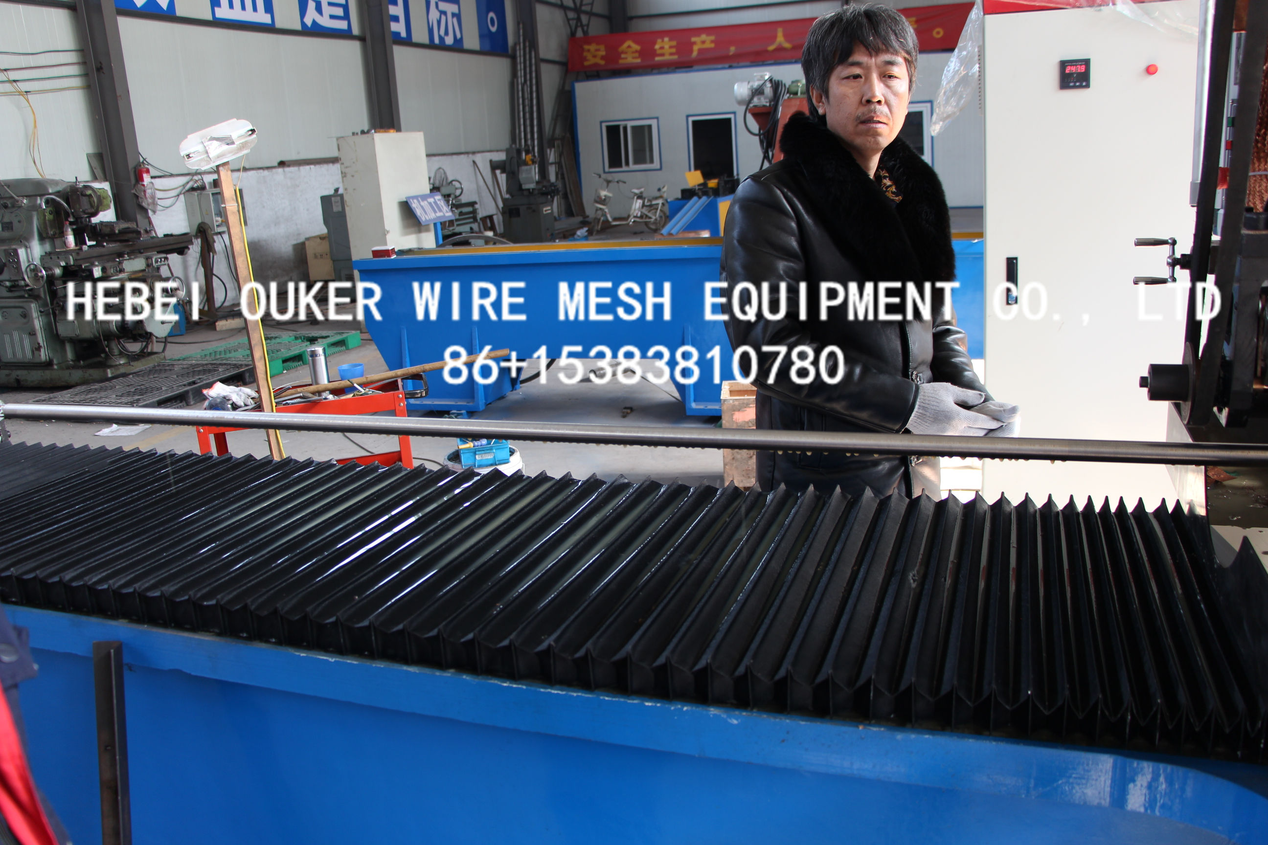 Direct wire wrap on pipe screen welding machine
