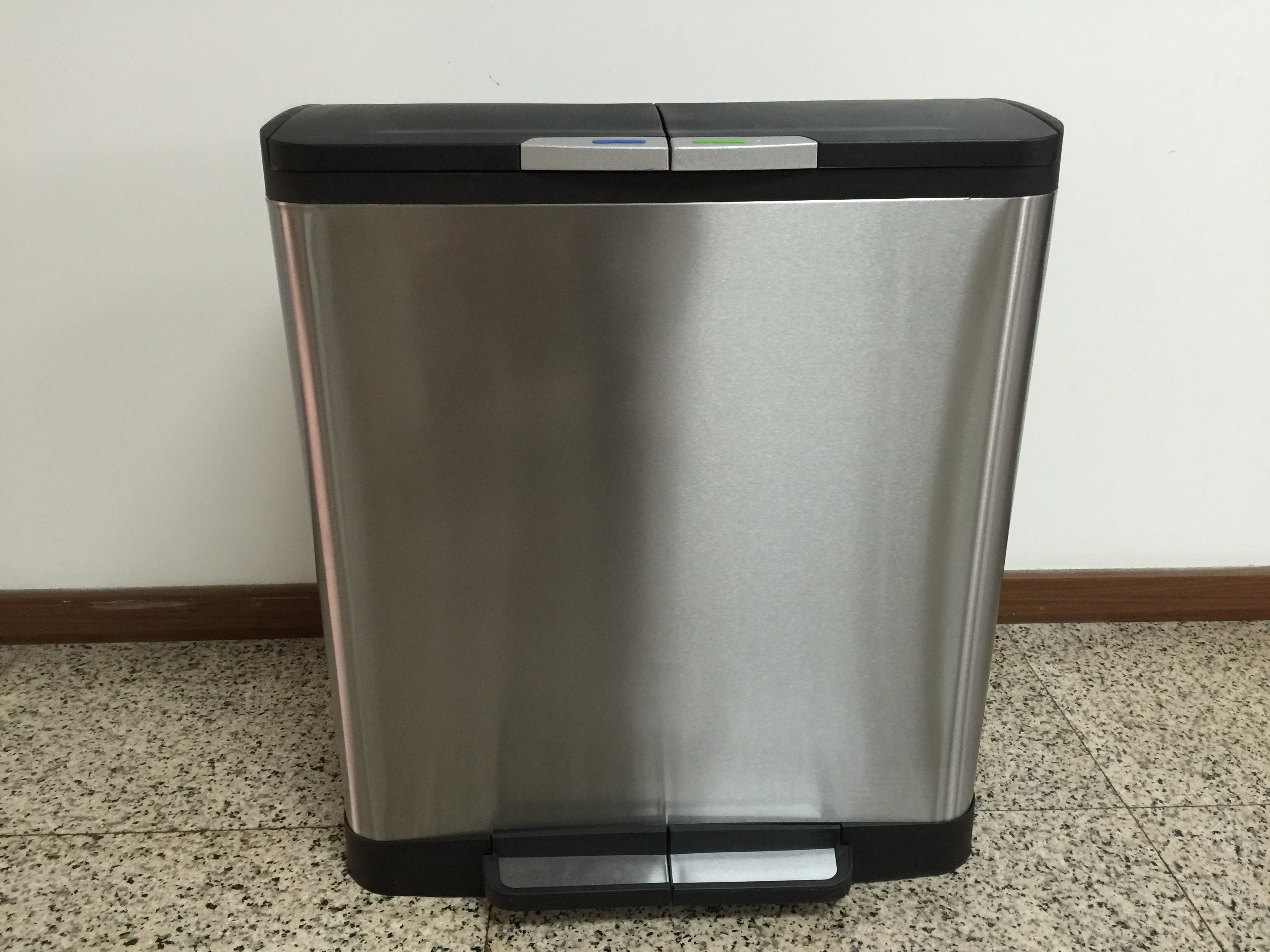 Stainless Steel Step-On Recycle Trash Bin/Trash Can/Garbage Can/Garbage Bin(with PP inner bin)