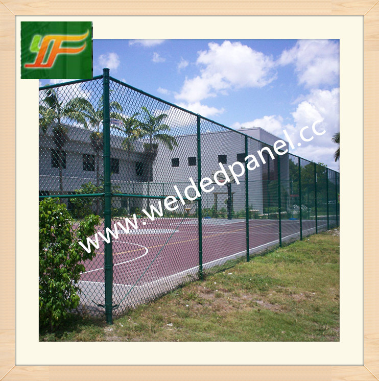 High quality Galvanized and powder coated wire mesh sport tennis court fence