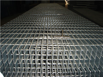 Serrated anti-slip forge welded steel grating panels
