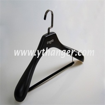 black luxury wooden suits hanger with velvet bar