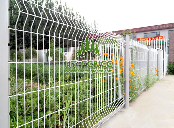 Welded Wire Panel Fence With Peach Post