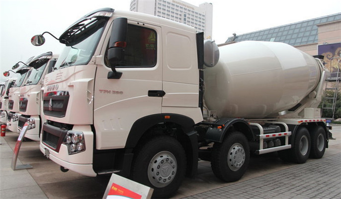 Low Price HOWO T7H 8X4 Mixer Truck manufacturer