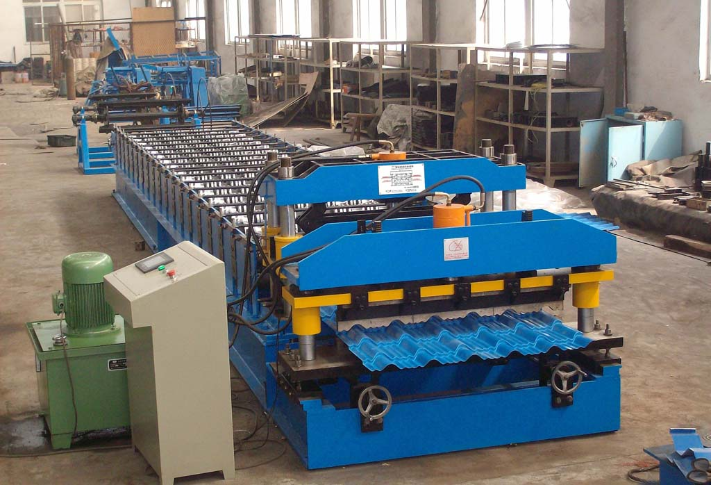 China Roof tile roll forming machine supplier/production line