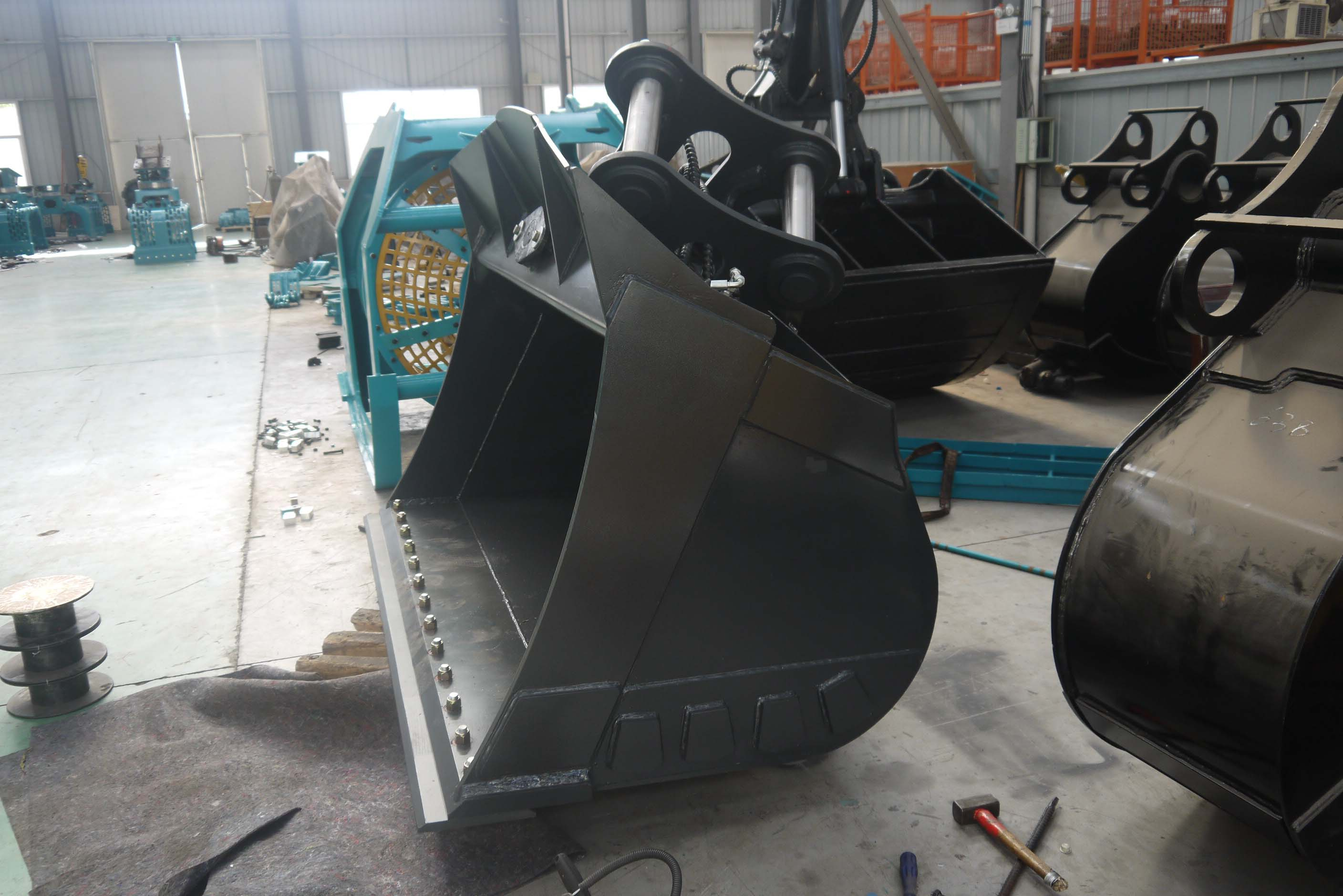 excavator tilting bucket with two durable cutter blade
