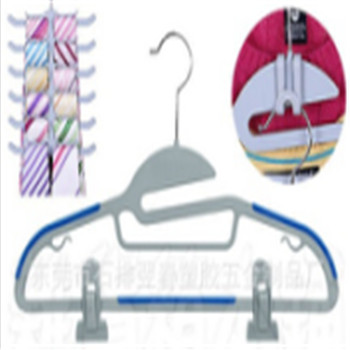 Metal Hook Non-slip magic plastic hangers supplier