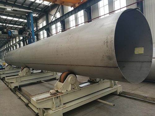 Stainless steel welded pipes for fluid transport