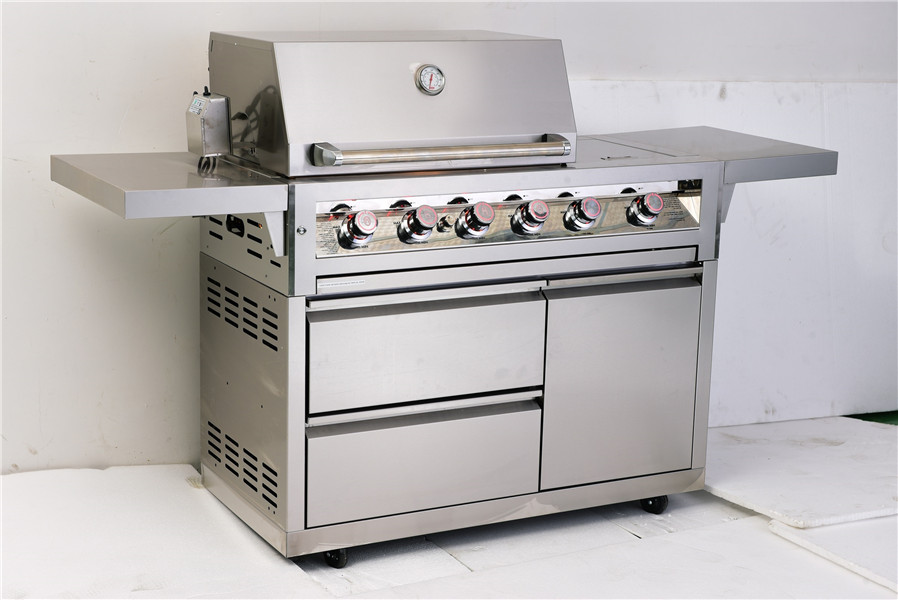 Outdoor 4-Burner High Quality Freestanding Gas Grill with cast iron main burners