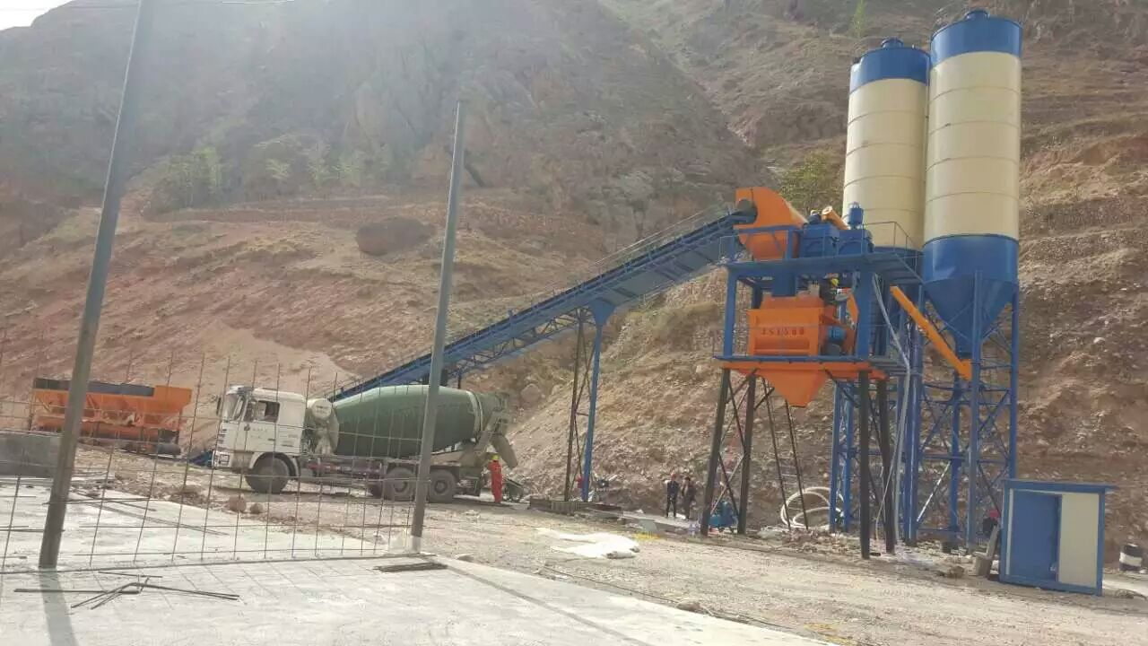 HZS90 large capacity concrete batching plant