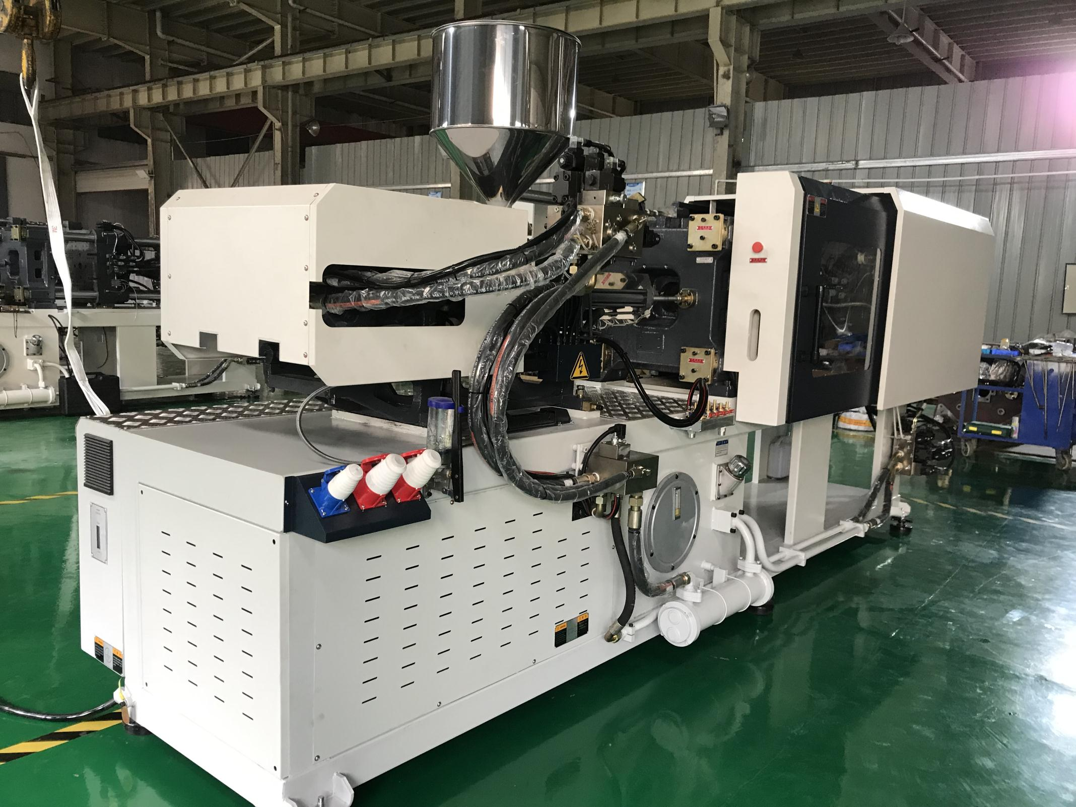 HC270 270Ton 2700KN Clamping Force General Purpose Plastic Injection Molding Machine