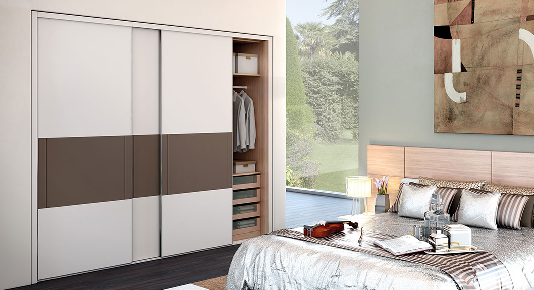 YG91553: Contemporary Beige Lacquer Sliding Wardrobe