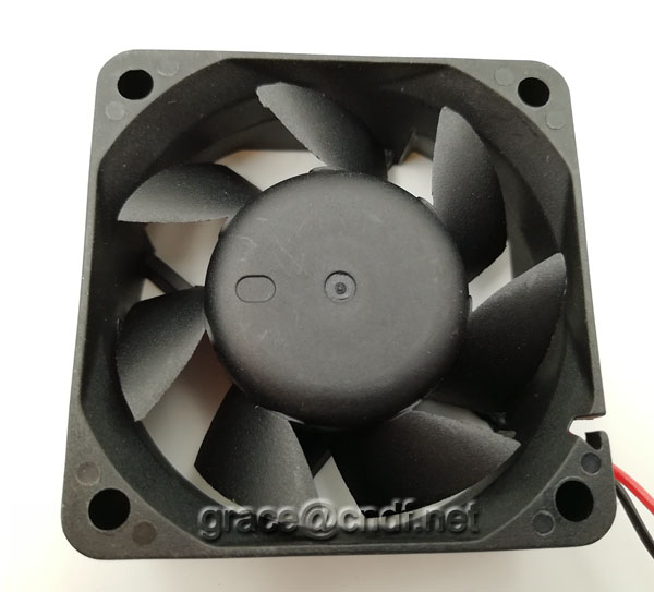 CNDF big factory provide good quanlity and service dc cooling fan 60x60x25mm 24VDC 0.17A 4.08W 4500rpm