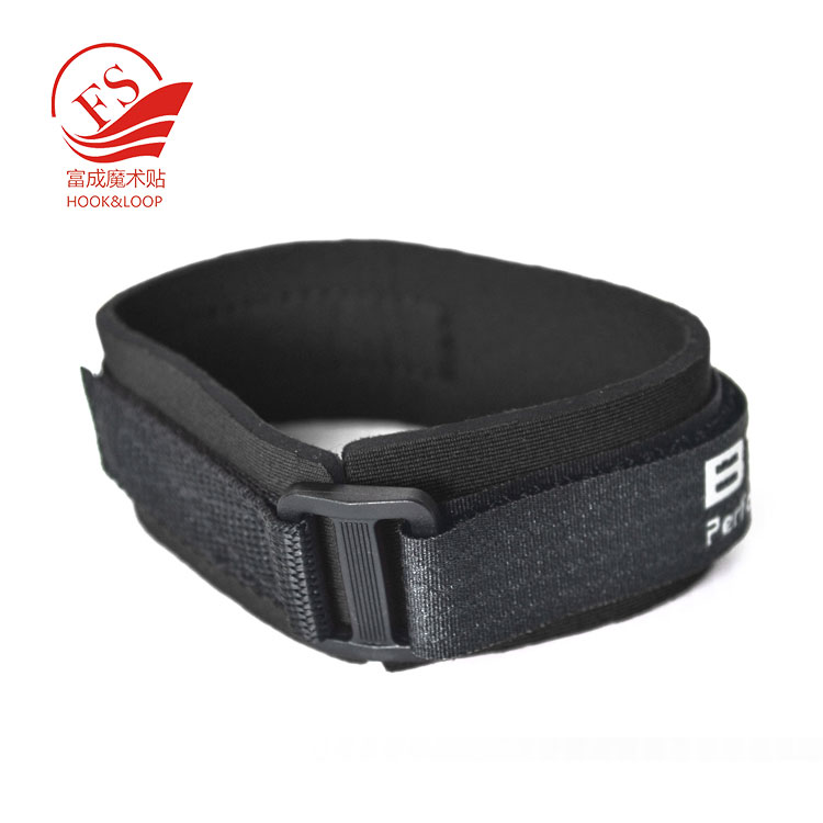 Printed logo water-recessiant neoprene chip band