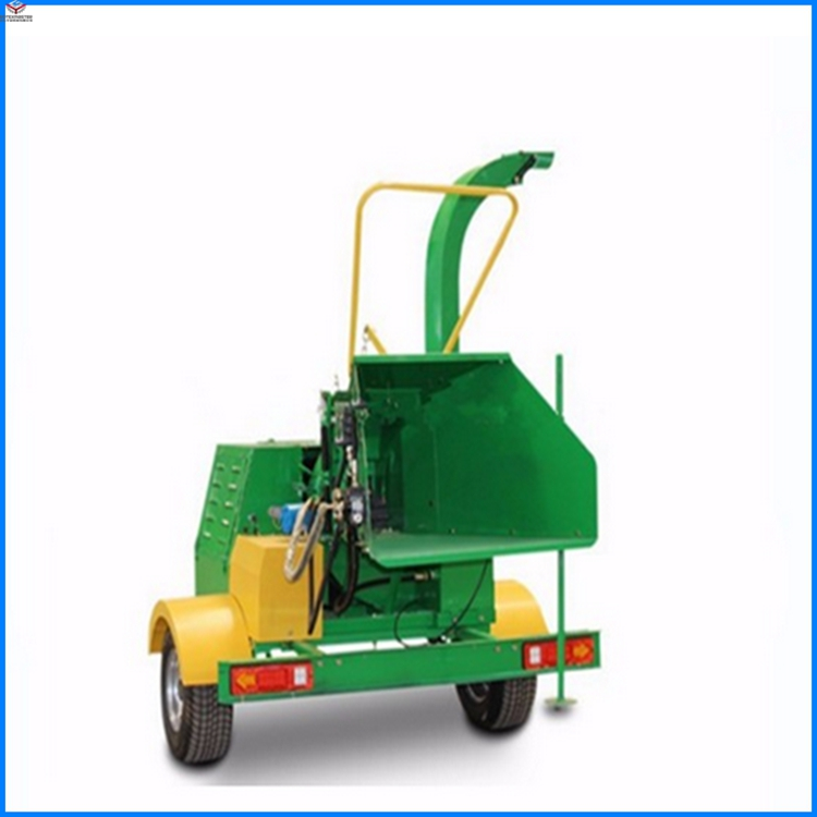 Mobile wood chipper for tree branches